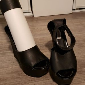 Wedged shoes